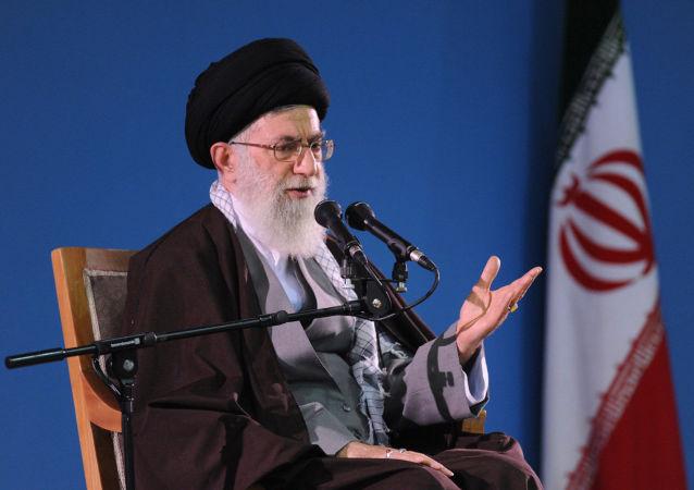 رهبر جمهوری اسلامی ایران اجرای برجام را منوط به انجام مواردی از جمله رفع کتبی تحریمها کرد
