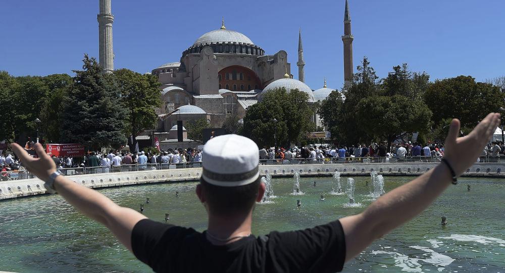موذن ترک در مسجد ایاصوفیه درگذشت