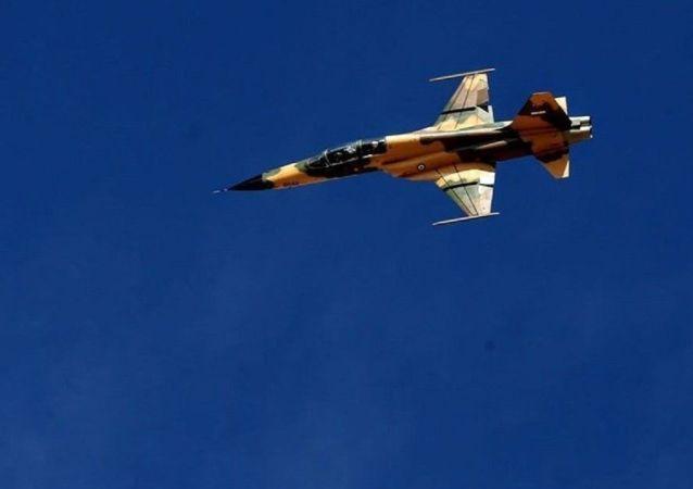 پرواز جنگنده کوثر در مراسم روز ارتش ایران