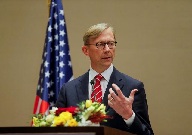هوک: به یک تحریم جهانی علیه ایران نیاز داریم