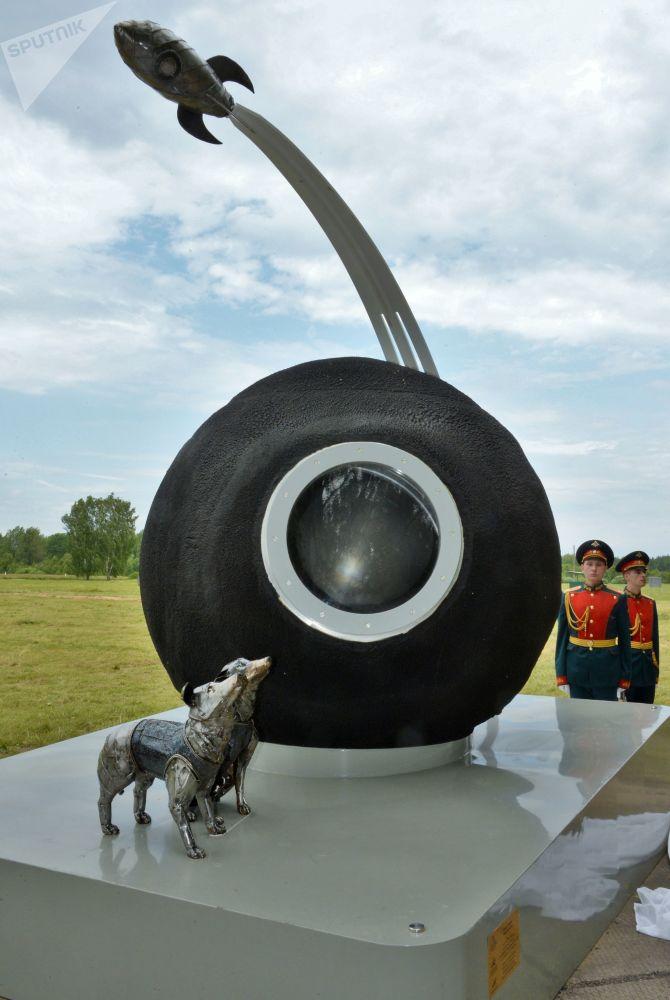 بنای یادبود بلکا و استرلکا، سگ های فضانورد شوروی