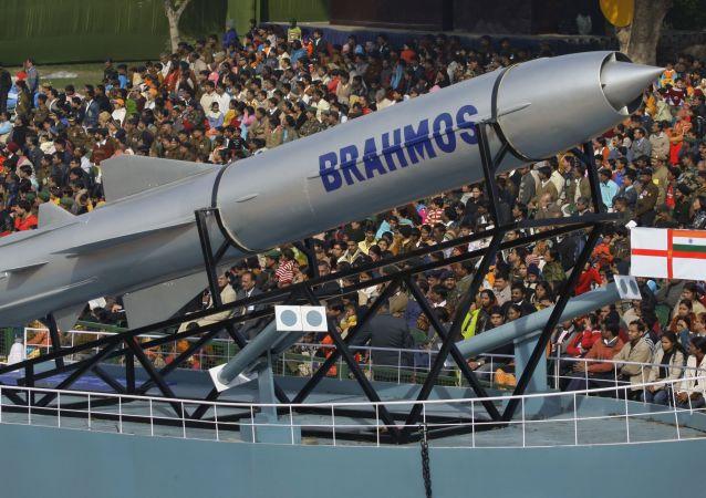 آزمایش موفقیت آمیز موشک کروز براهموس در هند