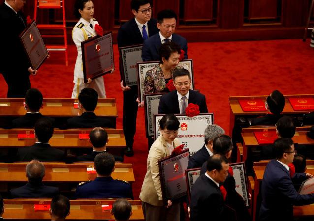 مراسم اهدای جوایز به مبارزین علیه کووید 19 در چین