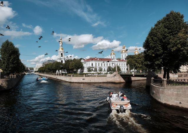 محل اتصال کانال های گریبایدف و کریوکوف در سنت پترزبورگ