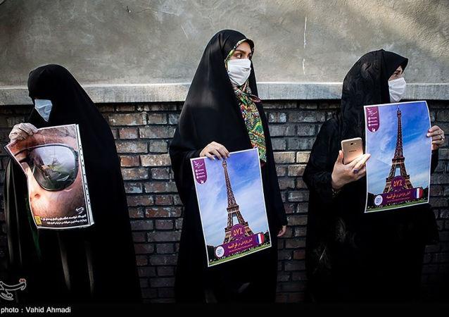 تجمع مقابل سفارت فرانسه در تهران در اعتراض به اهانت شارلی ابدو به پیامبر اسلام