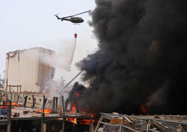 آتش سوزی گسترده در بندر بیروت