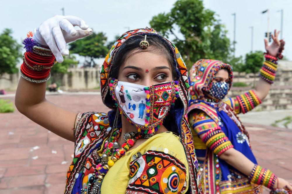 رقاصان در احمدآباد هند