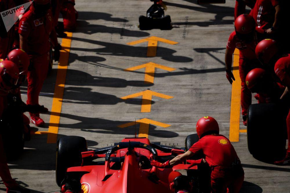 مسابقه خودرورانی فرمول 1 در سوچی مکانیک های تیم «فراری»