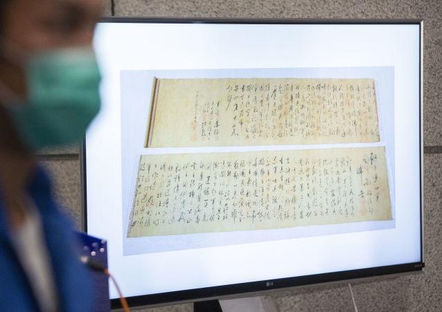دزد هنگ کنگی نسخه خطی را به اشتباه نسخه جعلی پاره کرد