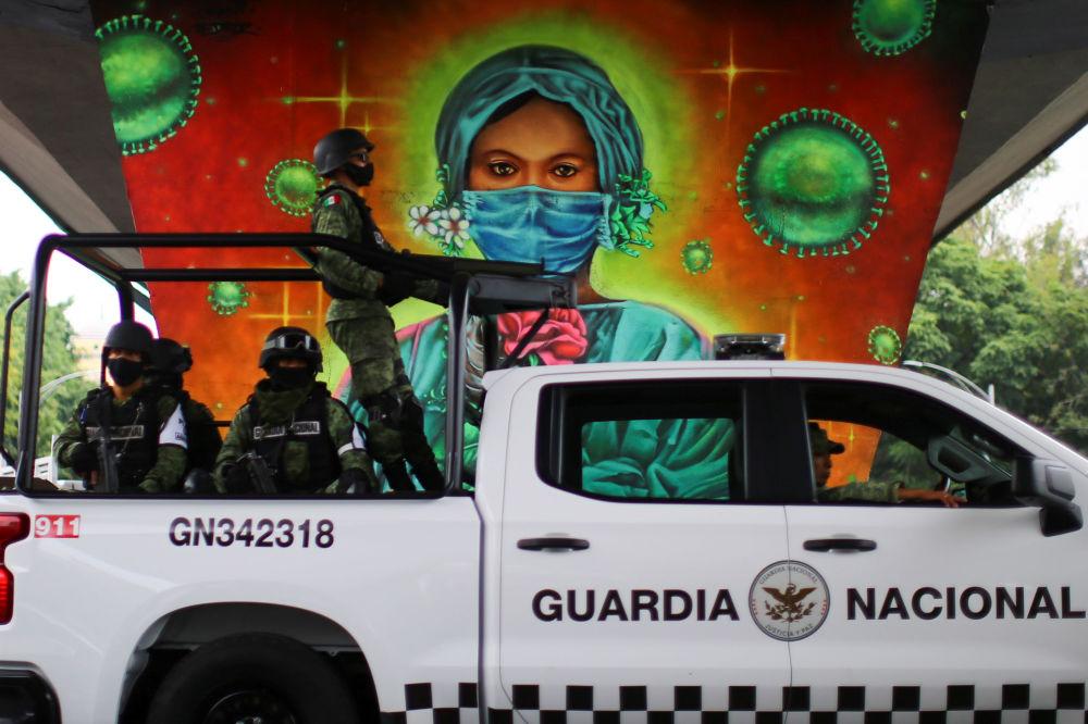 گرافیتی کادر درمان در مکزیک
