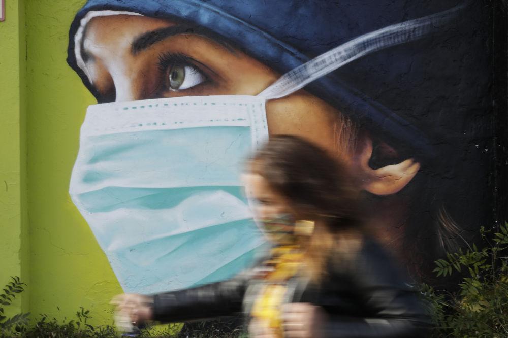 گرافیتی پرستار در میلان