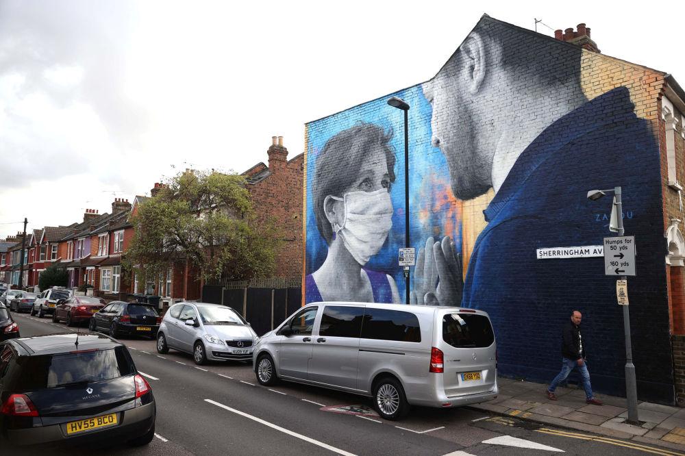 گرافیتی« دلم برایت تنگ شده» در لندن