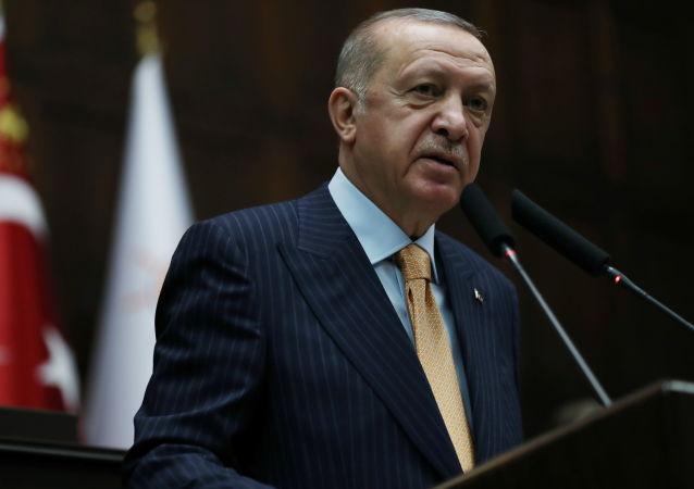اردوغان از شارلی ابدو به دادگاه شکایت کرد