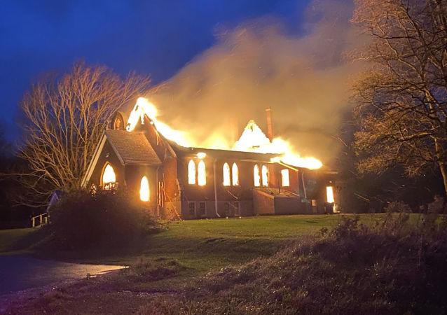 آتش سوزی در کلیسای کانادا
