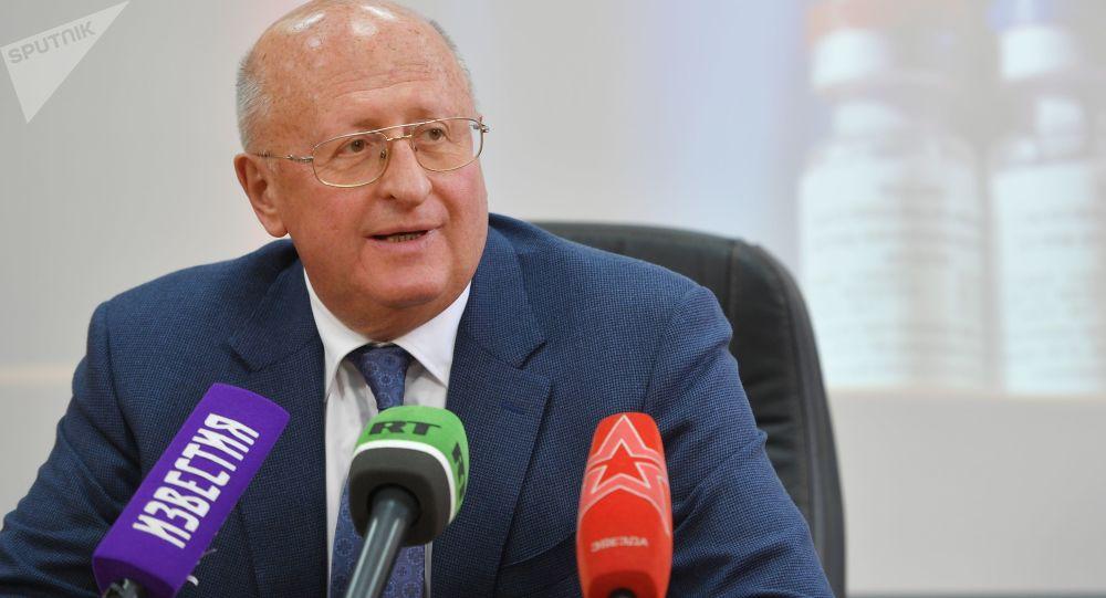 ، الکساندر گینتسبورگ، رئیس مرکز ویروس شناسی گامالیا روسیه