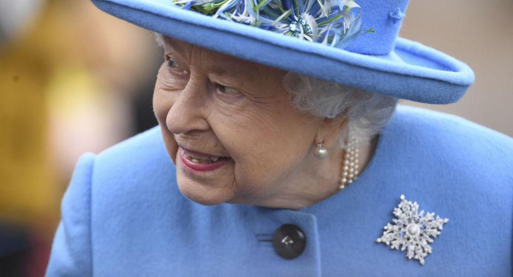 گذرگاهی مخفی کاخ ملکه بریتانیا را به یک بار در خیابان مجاور وصل میکند
