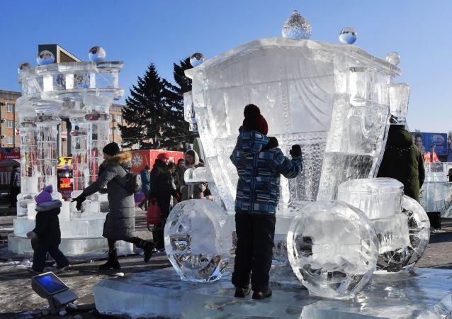 گردش سال نو در شهرک یخی اوسوریاسک