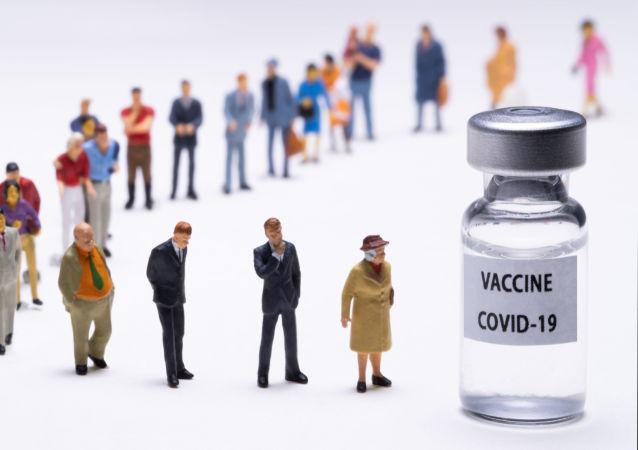 مجسمه ها در کنار «واکسن کووید ۱۹»