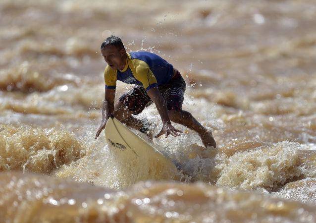 سرفینگ در رودخانه برزیل