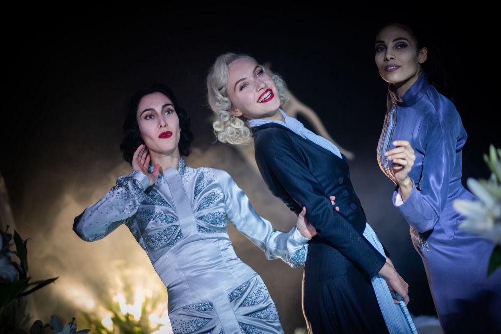 مدل ها در حال نمایش کلکسیون  Julien Fournie در هفته مد پاریس Paris Haute Couture Fashion Week