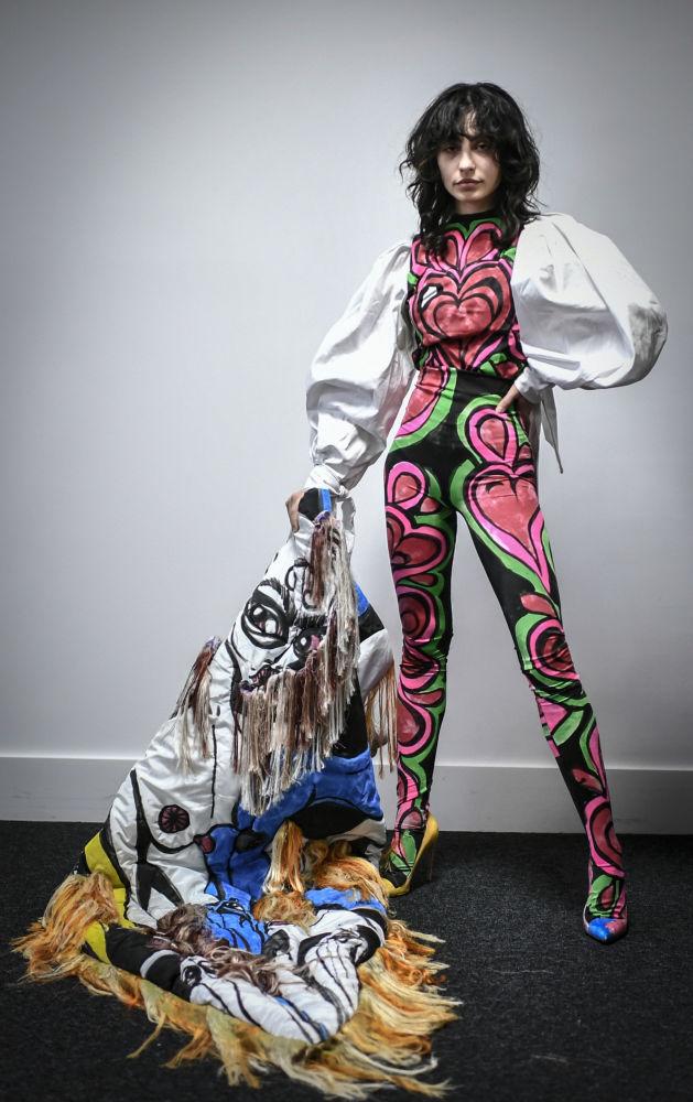 مدل در حال نمایش کلکسیون  Charles de Vilmorin  در هفته مد پاریس Paris Haute Couture Fashion Week