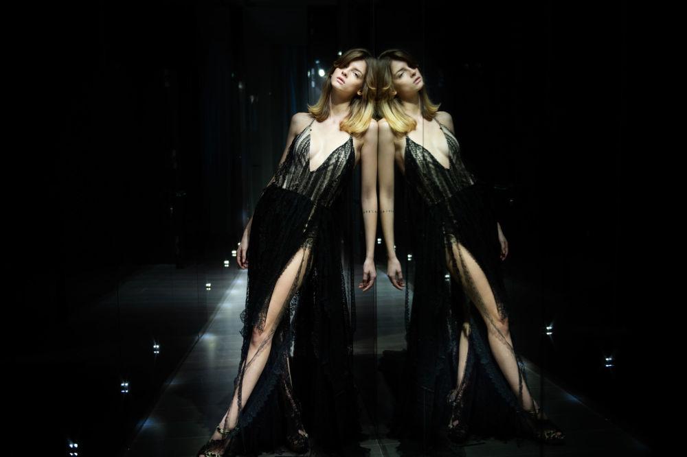 مدل در حال نمایش کلکسیون  Sofia Crociani  در هفته مد پاریس Paris Haute Couture Fashion Week