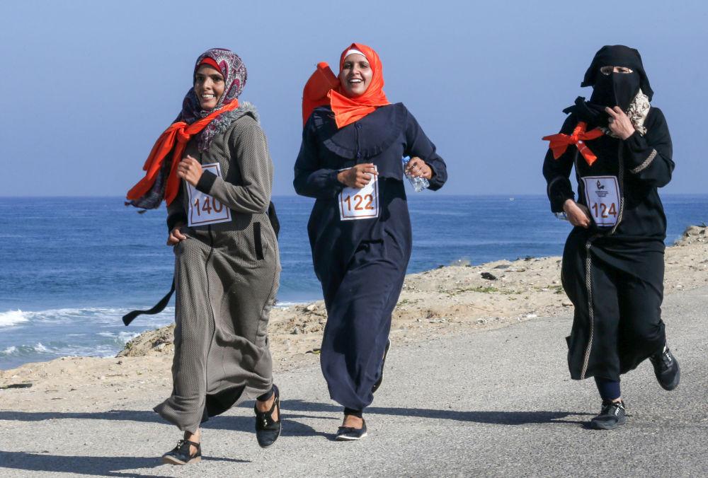 زنان فلسطینی در مسابقه دو با شعار خاتمه خشونت علیه زنان در غزه