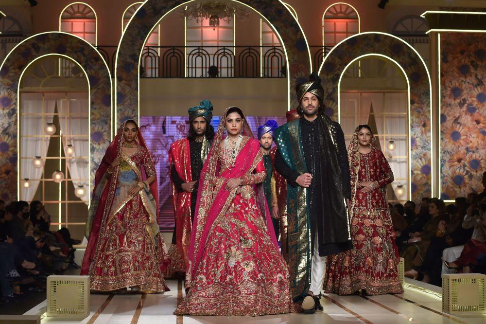 نمایش مد لباس عروسی در پاکستان  هفته مد عروسی در لاهور