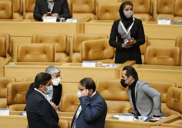 رفتار ناظر داوری با خبرنگاران صدا و سیما حاشیه ساز شد