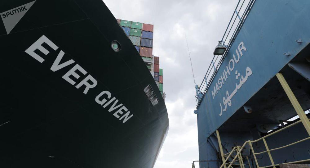 ممکن است کشتی به گل نشسته مسدود كننده  كانال سوئز امروز آزاد و شناور شود