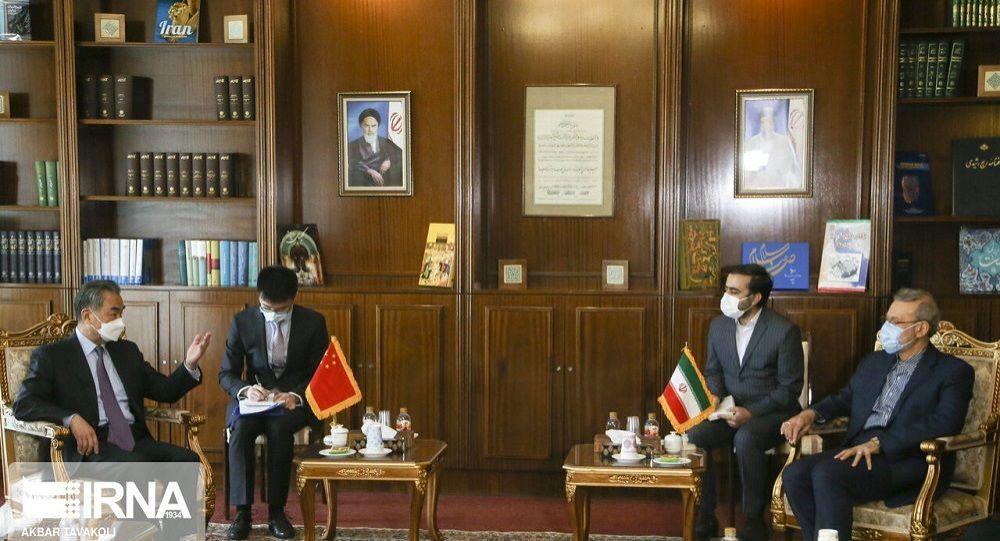 دیدار وزیر خارجه چین با مشاور رهبر ایران