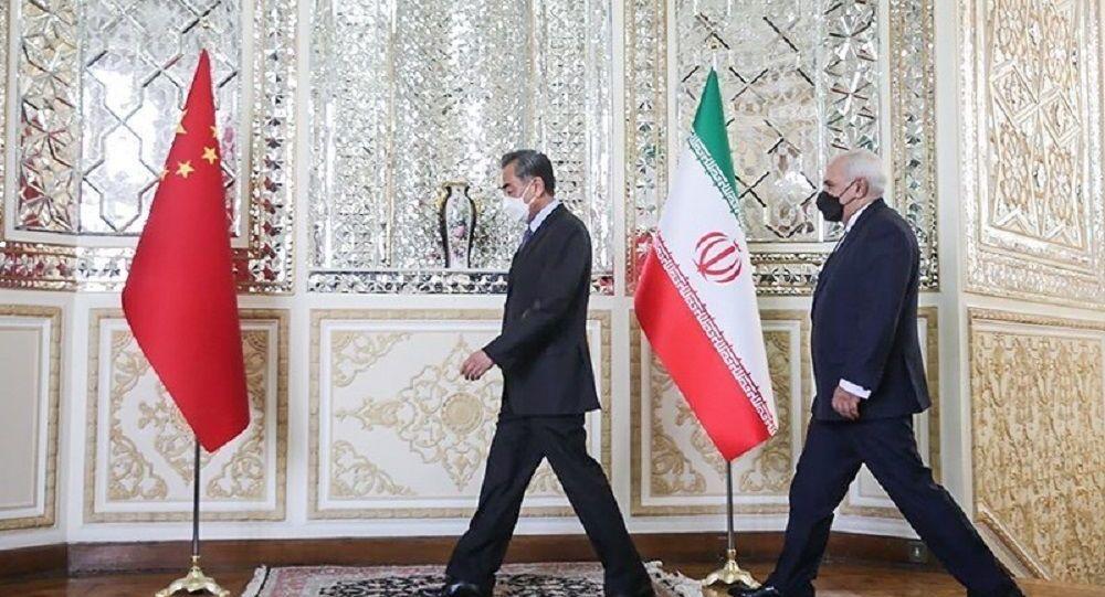 محمد جواد ظریف، وزیر امور خارجه ایران و وانگ ایی، عضو شورای دولتی و وزیر امور خارجه جمهوری خلق چین