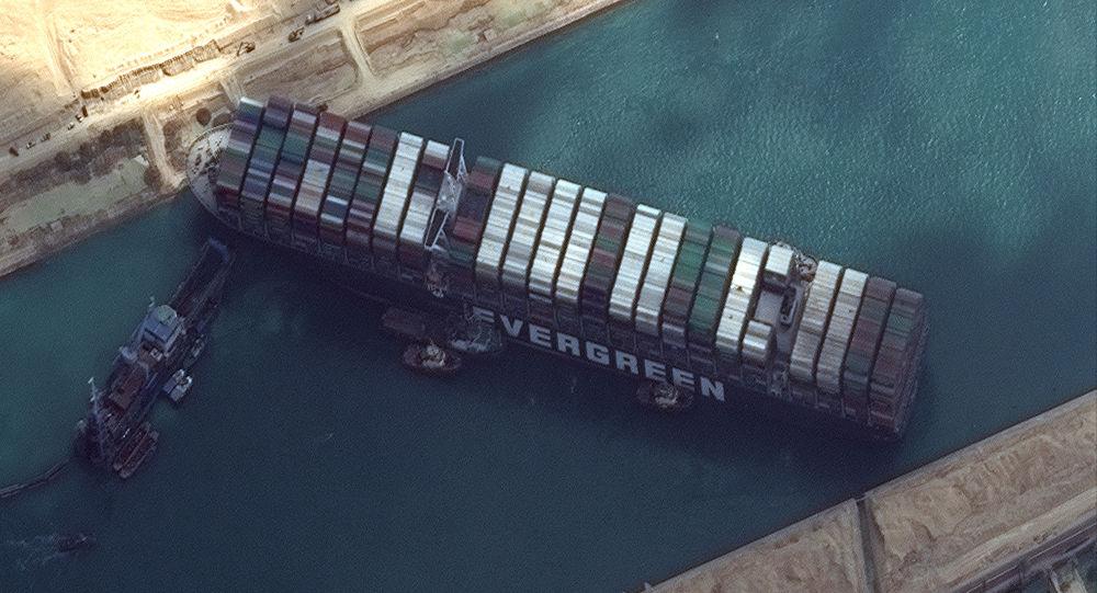 بیش از ۳۲۰ کشتی در صف انتظار برای عبور از کانال سوئز