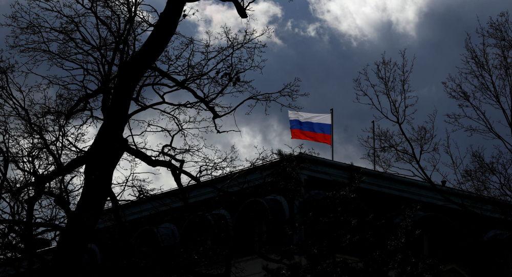 بازداشت متهمین به پرتاب سس گوجه روی دیوار سفارت روسیه در پراگ