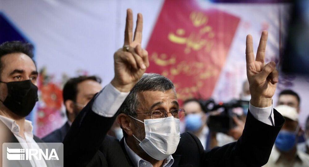 منبع آگاه: از احمدی نژاد برای مراسم تنفیذ و تحلیف رئیسی دعوت نشده بود