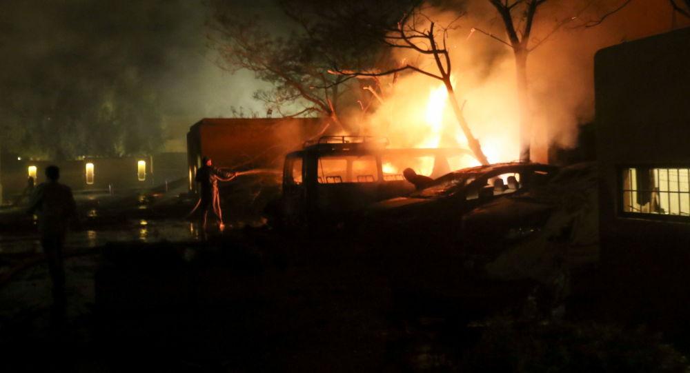 یک انبار کالا در تهران طعمه آتش شد