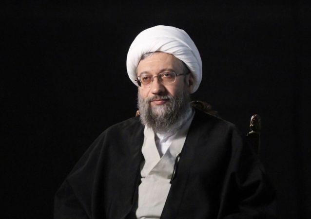 آملی لاریجانی: در انتخابات شرکت می کنیم