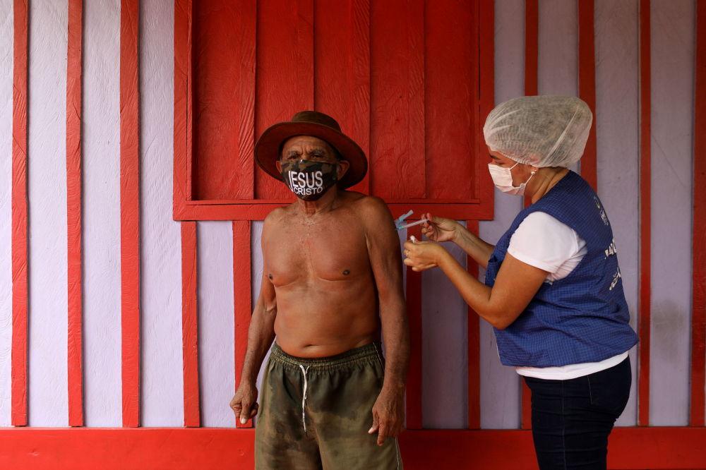 واکسیناسیون در ساحل رودخانه نگرو، برزیل