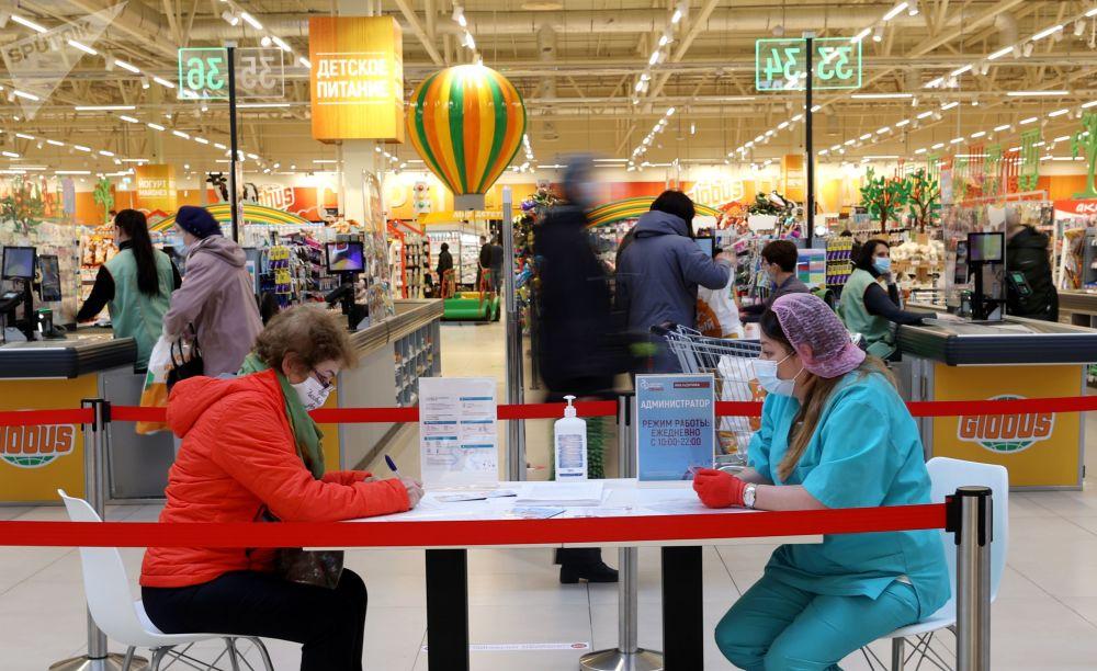 واکسیناسیون در هایپرمارکت گلوبوس مسکو، روسیه