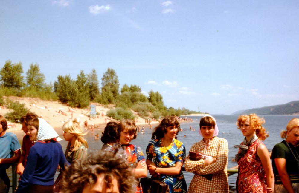 روسیه شوروی از پشت دوربین پروفسور آمریکایی ساحل رودخانه ولگا