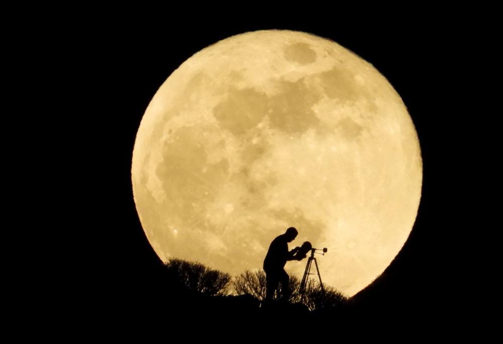 ابر ماه رنگین در پهنه آسمان تیره اسپانیا