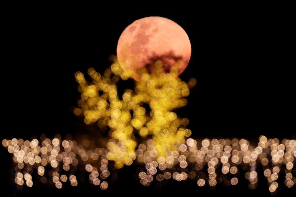 ابر ماه رنگین در پهنه آسمان تیره برزیل