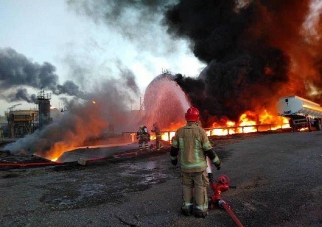 آتشسوزی در پتروشیمی امیرکبیر ماهشهر + ویدئو
