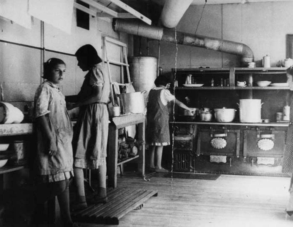 مدارس کانادایی برای ساکنان بومی سال 1940 میلادی، کار در آشپزخانه
