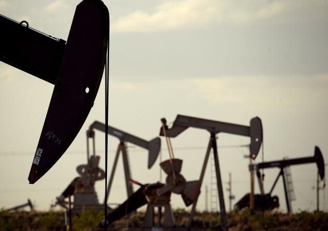 توافق نفتی جدید اوپک پلاس به علت مخالفت امارات هنوز حاصل نشده است
