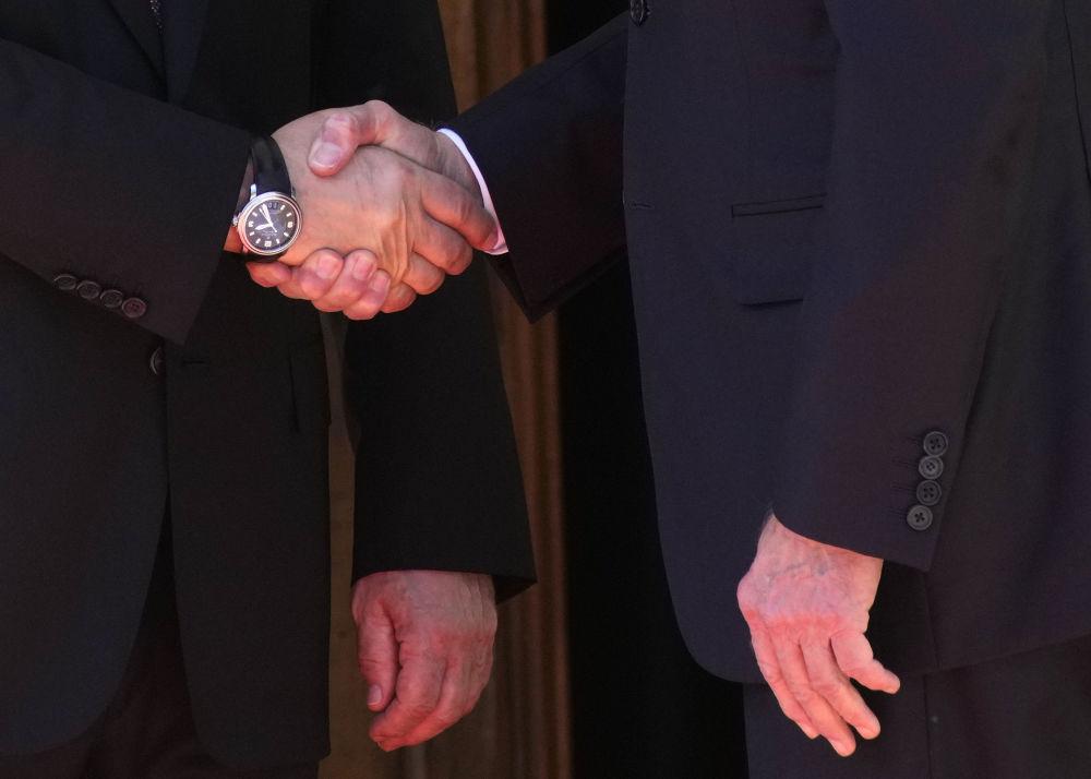 دست دادن ولادیمیر پوتین با جو بایدن در ژنو
