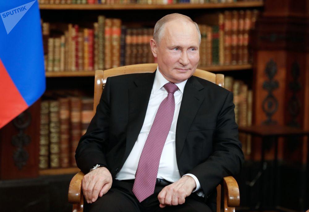 ولادیمیر پوتین، رئیس جمهور روسیه در دیدار با رئیس جمهور آمریکا، جو بایدن در ژنو در ویلا لا گرانژ