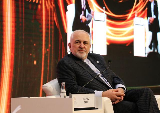 اعتراف ظریف به عدم اطلاع از متن برجام و وجود کلمه تعلیق