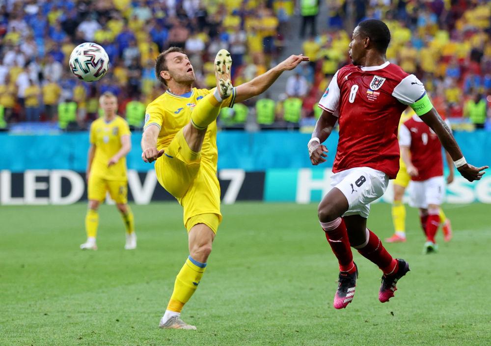 رقص های فوتبالی در جام اروپا الکساندر کاراوایف اوکراینی و داوید آلابا اتریشی