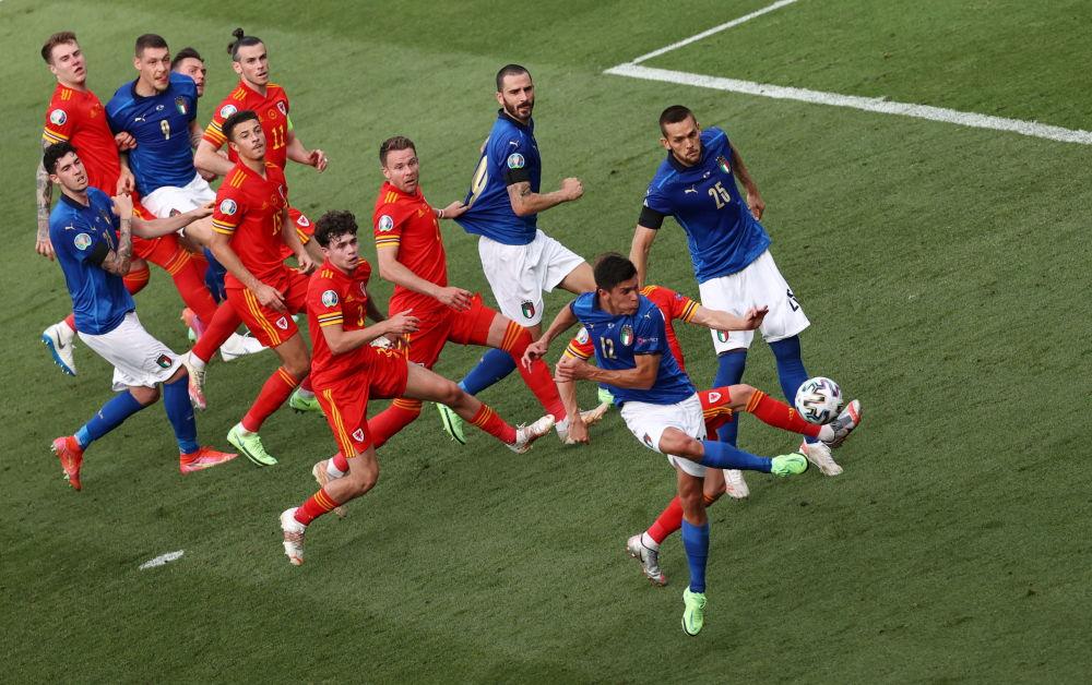 رقص های فوتبالی در جام اروپا بازی ایتالیا و ولز